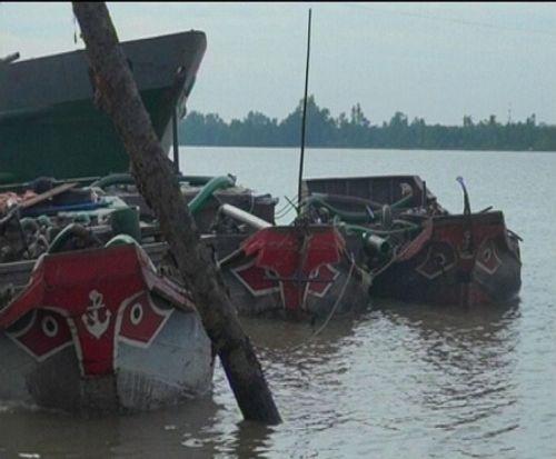 """Bến Tre: Phạt nặng """"cát tặc"""" trên sông Hàm Luông - Ảnh 2"""