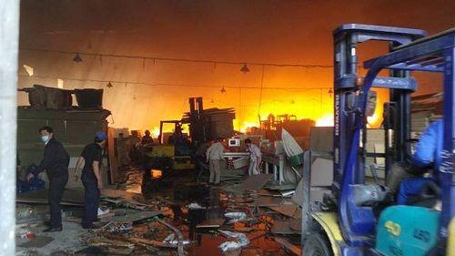 Hà Nội: Cháy lớn, khói đen bủa vây ở khu công nghiệp Ngọc Hồi - Ảnh 4