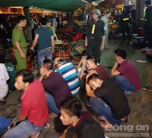 Giang hồ cộm cán cầm đầu sòng bạc trong chung cư ở Sài Gòn sa lưới - Ảnh 2