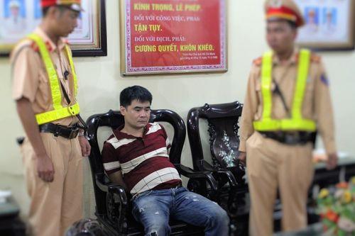 CSGT bắt giữ 2 đối tượng vận chuyển 3kg ma túy đá - Ảnh 1