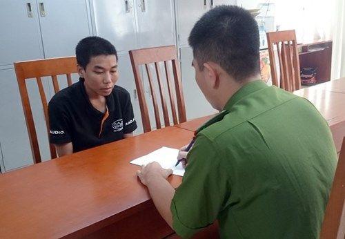 Hà Nội: Con nghiện vác dao cướp xe máy giữa ban ngày - Ảnh 1