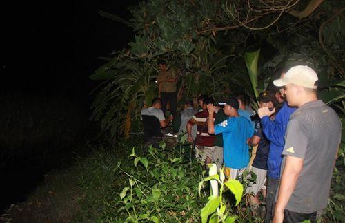 Hàng trăm người xuyên đêm truy lùng nghi phạm giết 4 bà cháu - Ảnh 11