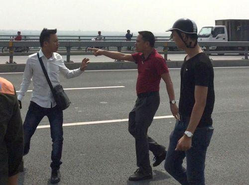 """Công an Hà Nội nói nhà báo Quang Thế bị """"gạt tay vào má"""" - Ảnh 3"""