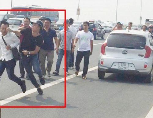 Phạt hành chính phóng viên bị hành hung, khiển trách cảnh sát - Ảnh 1