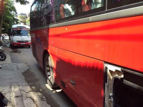 Hải Phòng:  Cảnh sát giao thông rút súng ngăn hỗn chiến giữa hai xe khách - Ảnh 1