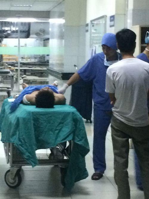 Hà Nội: Nam sinh bị đâm thấu bụng  vì nghi lấy trộm điện thoại - Ảnh 1