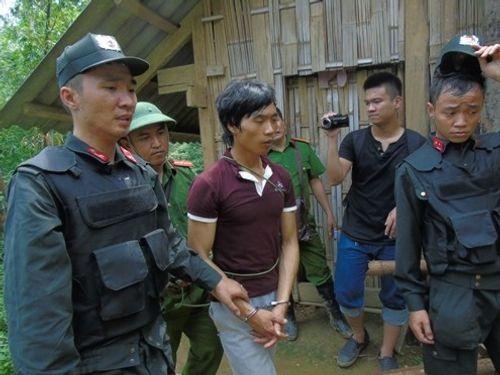 Thu súng tại nơi ẩn náu của nghi can vụ thảm án Lào Cai - Ảnh 2