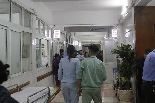 Đón tết lặng lẽ tại bệnh viện của bác sĩ và bệnh nhân - Ảnh 6