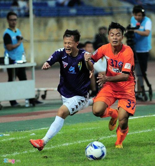 Quả bóng vàng Việt Nam 2016 chưa có chủ nhân xứng đáng - Ảnh 1