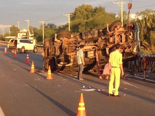 Tai nạn trên cao tốc TP.Hồ Chí Minh - Long Thành - Dầu Giây: Ô tô nát đầu - Ảnh 1