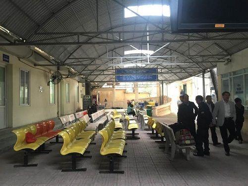 Các bệnh viện Hà Nội vắng vẻ vào ngày làm việc đầu năm - Ảnh 2
