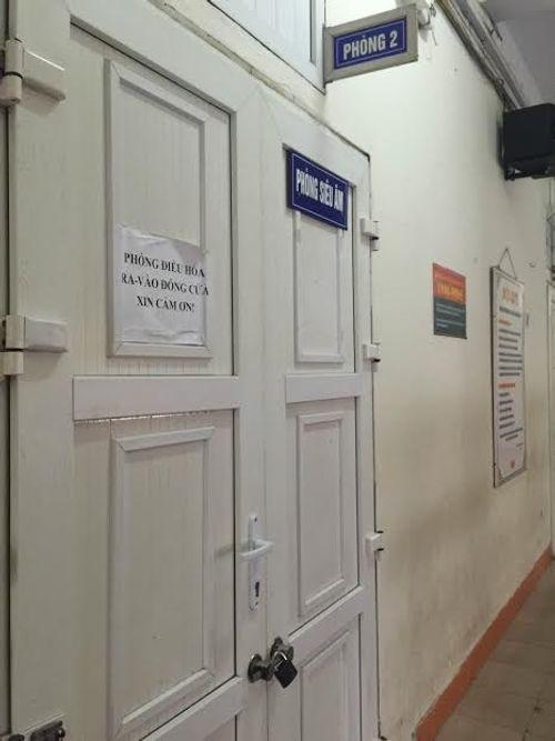 Các bệnh viện Hà Nội vắng vẻ vào ngày làm việc đầu năm - Ảnh 8