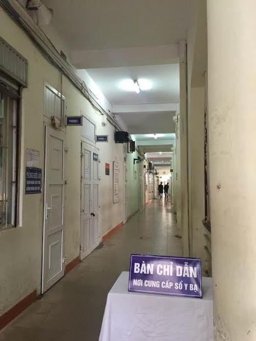 Các bệnh viện Hà Nội vắng vẻ vào ngày làm việc đầu năm - Ảnh 7