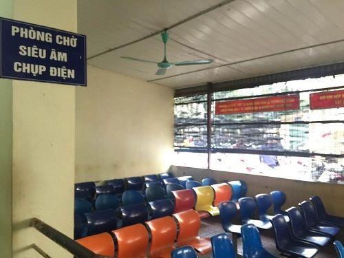 Các bệnh viện Hà Nội vắng vẻ vào ngày làm việc đầu năm - Ảnh 6