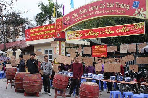 Ảnh: Hàng trăm tiểu thương chợ Gốm phản đối Hapro Bát Tràng đóng chợ - Ảnh 5