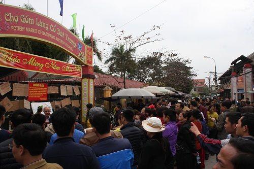 Ảnh: Hàng trăm tiểu thương chợ Gốm phản đối Hapro Bát Tràng đóng chợ - Ảnh 3