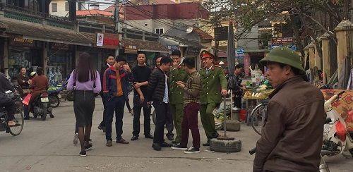 Ảnh: Hàng trăm tiểu thương chợ Gốm phản đối Hapro Bát Tràng đóng chợ - Ảnh 11