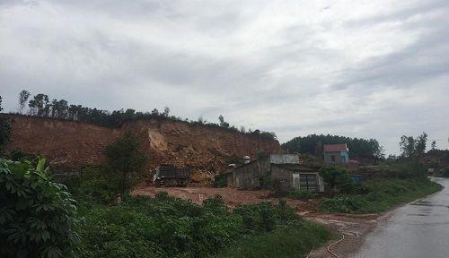 Bắc Giang: Ngang nhiên khai thác khoáng sản trái phép không bị 'tuýt còi'? - Ảnh 1