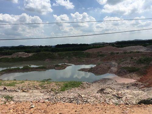 Chí Linh: Khai thác đất sét hàng chục năm không hoàn thổ vẫn xin mở rộng tận thu khoáng sản  - Ảnh 1
