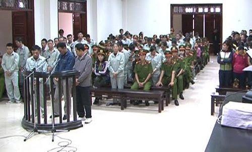 """Vụ đánh bạc """"khủng"""" tại Quảng Ninh: Hơn 100 năm tù cho các bị cáo - Ảnh 1"""