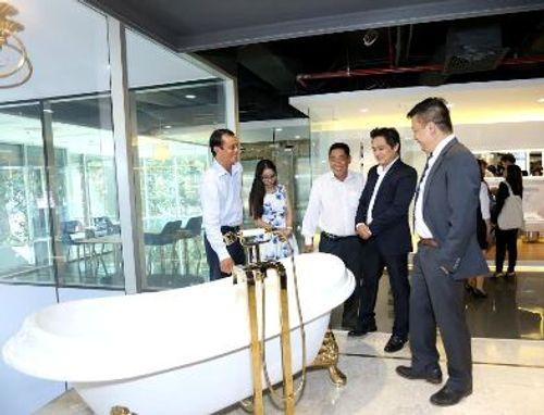 TOTO chính thức khai trương showroom đầu tiên do hãng điều hành - Ảnh 2