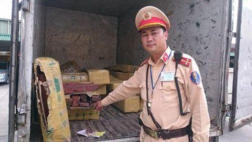 Giả xe thư báo vận chuyển gỗ lậu còn hối lộ CSGT - Ảnh 2