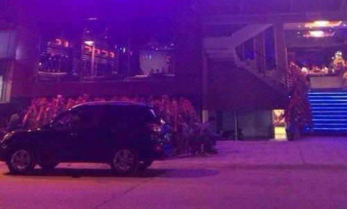 Vụ nổ súng ở quán bar Kinh Đô: Bắt 2 nghi phạm, thu súng tự chế - Ảnh 1
