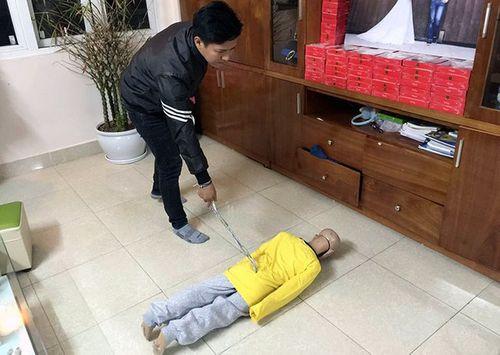 Phẫn nộ trước hình ảnh người cha bạo hành con trai gãy xương sườn, rạn sọ não - Ảnh 5