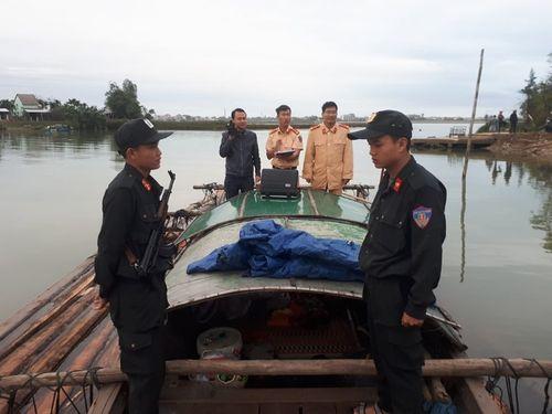 Nổ súng khống chế nhóm vận chuyển gỗ lậu trên sông - Ảnh 1