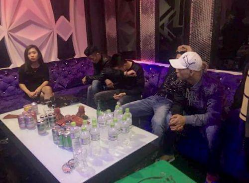 """Bắt 5 đối tượng """"ăn tết"""" bằng ma túy trong karaoke RUBY - Ảnh 1"""