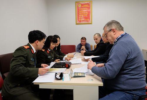 Bộ Công an dẫn độ đối tượng bị truy nã quốc tế cho Cộng hòa Bun-ga-ri - Ảnh 1