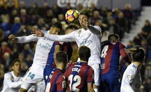 Clip: Levante 2-2 Real Madrid: Thủng lưới cuối trận, Real mất điểm đáng tiếc - Ảnh 1
