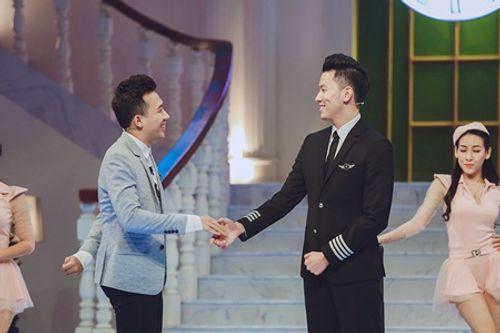 Trấn Thành hào hứng hội ngộ cùng cơ trưởng trẻ nhất Việt Nam Nguyễn Quang Đạt - Ảnh 2