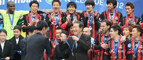 HLV Park Hang Seo và U23 Việt Nam được tặng hơn 1 tỷ đồng từ Hàn Quốc - Ảnh 1