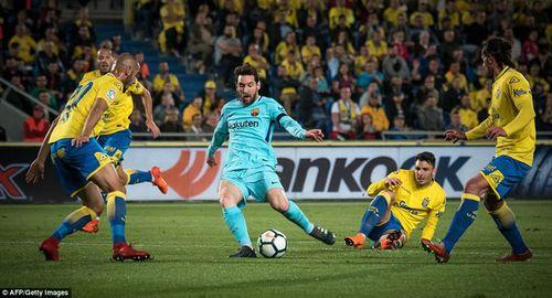 Clip Palmas 1-1 Barcelona: Bị đe dọa ngôi đầu - Ảnh 1