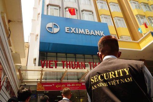 Vụ mất 245 tỷ đồng tiết kiệm: Khởi tố 4 nhân viên Eximbank chi nhánh TP.HCM - Ảnh 1