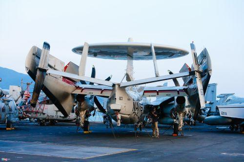 Cận cảnh tàu sân bay USS Carl Vinson tại Đà Nẵng - Ảnh 8