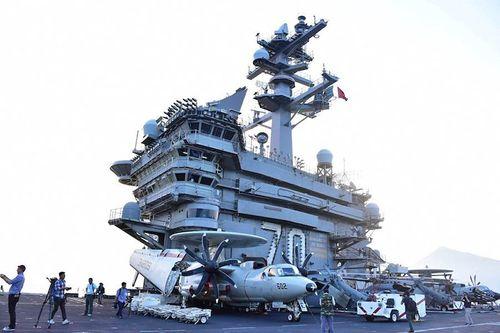 Cận cảnh tàu sân bay USS Carl Vinson tại Đà Nẵng - Ảnh 4