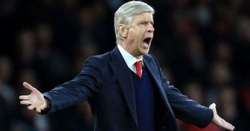 HLV Arsene Wenge lên tiếng bảo vệ học trò sau thất bại Newcastle - Ảnh 1