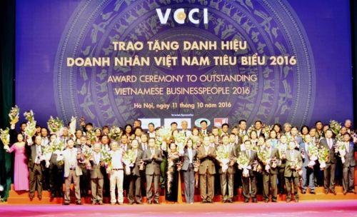 100 doanh nhân Việt Nam tiêu biểu 2016 nhận cúp Thánh Gióng - Ảnh 3