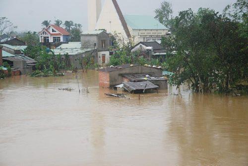 Bộ trưởng Trương Minh Tuấn yêu cầu chủ động ứng phó mưa lũ và bão Sarika - Ảnh 1