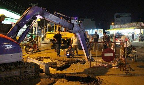 'Hố tử thần' sâu hơn 5m xuất hiện tại Sài Gòn - Ảnh 3