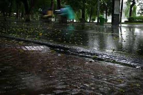 Dự báo thời tiết hôm nay 5/10: Bắc Bộ mưa, nhiệt độ giảm - Ảnh 1