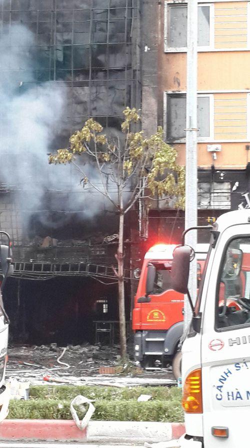 Cháy lớn tại quán karaoke 68 Trần Thái Tông: Nghi có người mắc kẹt - Ảnh 3