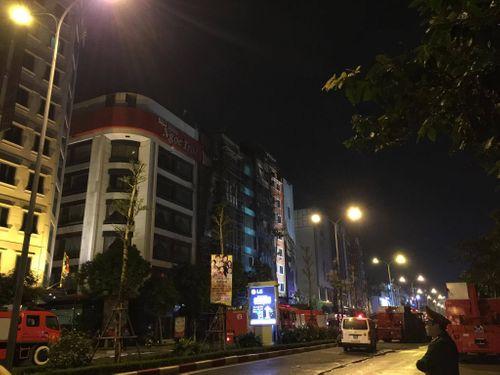 Vụ cháy quán karaoke ở Trần Thái Tông: 12 người tử vong - Ảnh 8