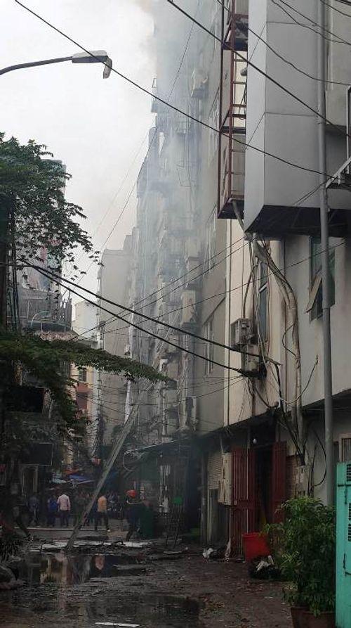 Cháy lớn tại quán karaoke 68 Trần Thái Tông: Nghi có người mắc kẹt - Ảnh 7