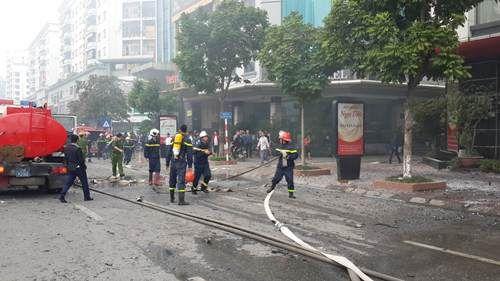 Cháy lớn tại quán karaoke 68 Trần Thái Tông: Nghi có người mắc kẹt - Ảnh 12