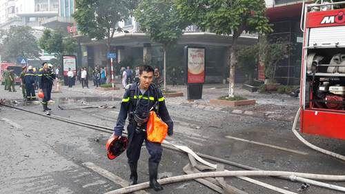 Cháy lớn tại quán karaoke 68 Trần Thái Tông: Nghi có người mắc kẹt - Ảnh 13