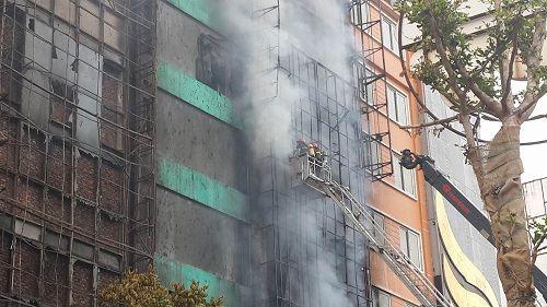 Cháy lớn tại quán karaoke 68 Trần Thái Tông: Nghi có người mắc kẹt - Ảnh 4