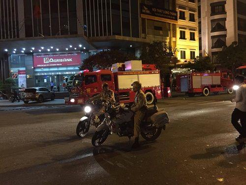 Vụ cháy quán karaoke ở Trần Thái Tông: 12 người tử vong - Ảnh 5